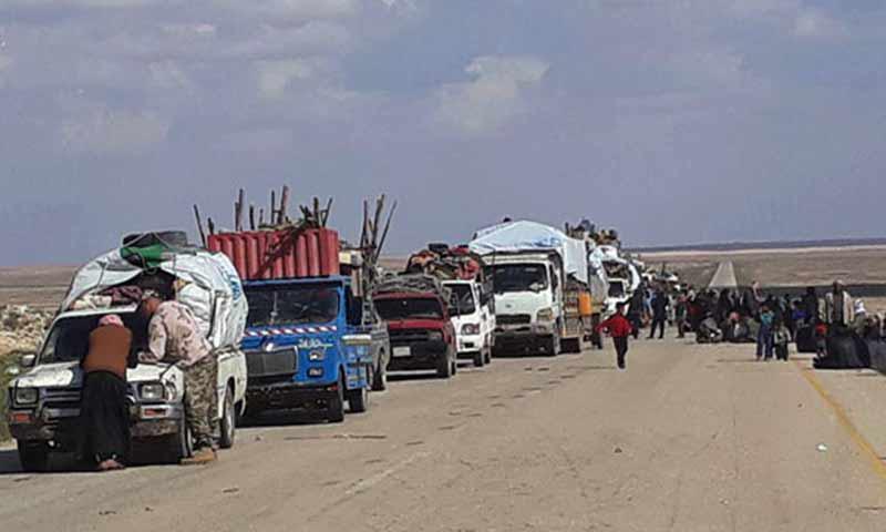 خروج عائلات من مخيم الركبان الحدودي مع الأردن 4 تيسان 2019 (وكالة سانا)