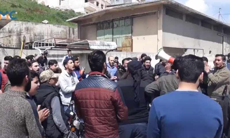 مظاهرة شعبية ضد حكومة الانقاذ في كفرتخاريم بريف إدلب 6 نيسان 2019 (المركز الإعلامي العام)