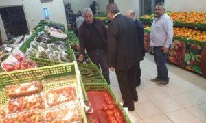 جولة لمسؤولي وزارة التجارة الداخلية في حكومة النظام السوري في إحد المحال التجارية في دمشق 13 نيسان 2019 (صفحة الوزارة فيس بوك)