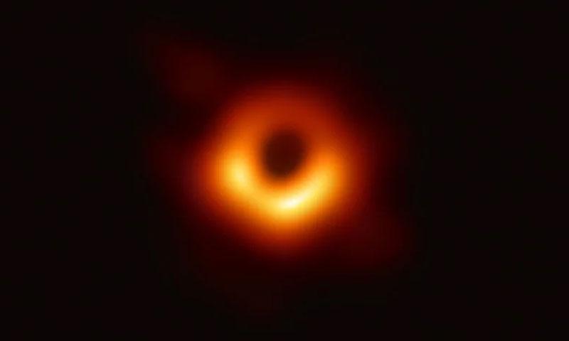 أول صورة للثقب الأسود M87 نشرها علماء الفلك - 10 نيسان 2019 (Event Horizon Telescope)