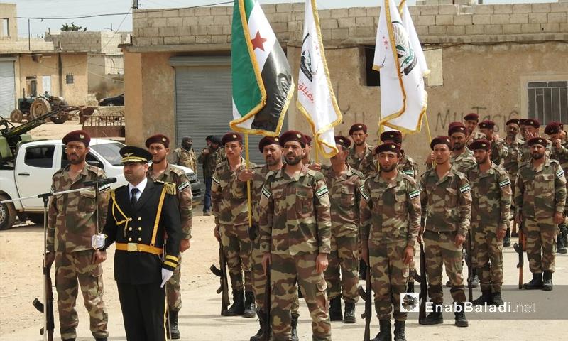 عرض عسكري لفصائل الجيش الوطني في أثناء افتتاح مقر الائتلاف السوري في ريف حلب - 24 من نيسان 2019 (عنب بلدي)