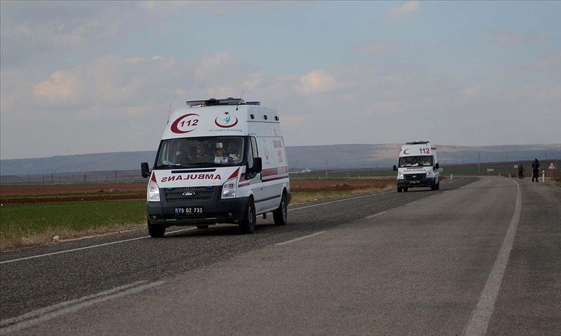 سيارات إسعاف تركية تتجه إلى محيط اعزاز بريف حلب لإجلاء جرحى الجيش التركي - 30 من نيسان 2019 (الأناضول)