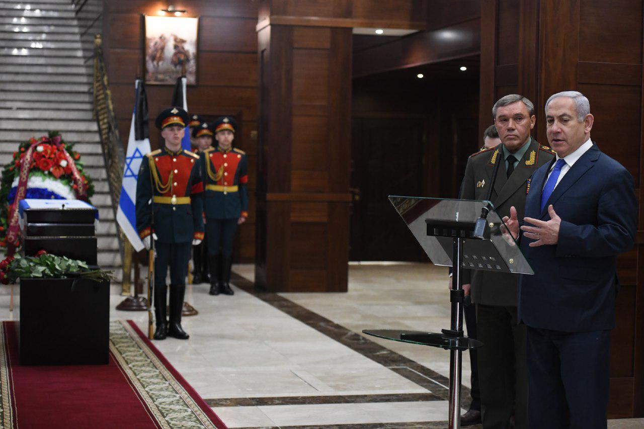 نتنياهو ورئيس الأركان الروسي غرزيموف في حفل أقيم بوزارة الدفاع بعد استعادة تل أبيب لجثة جندي إسرائيلي - 4 من نيسان 2019 (كوبي جدعون)