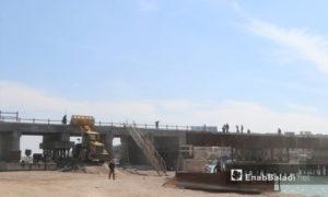 تأهيل الجسر القديم في الرقة من قبل المجلس المدني - 20 من نيسان 2019 (عنب بلدي)