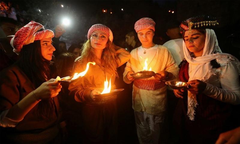 إيزيديات يحتفلن بعيد الأربعاء الأحمر في محافظة دهوك بالعراق - 2017 (رويترز)