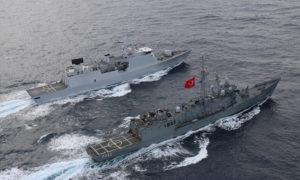 بارجة حربية تركية