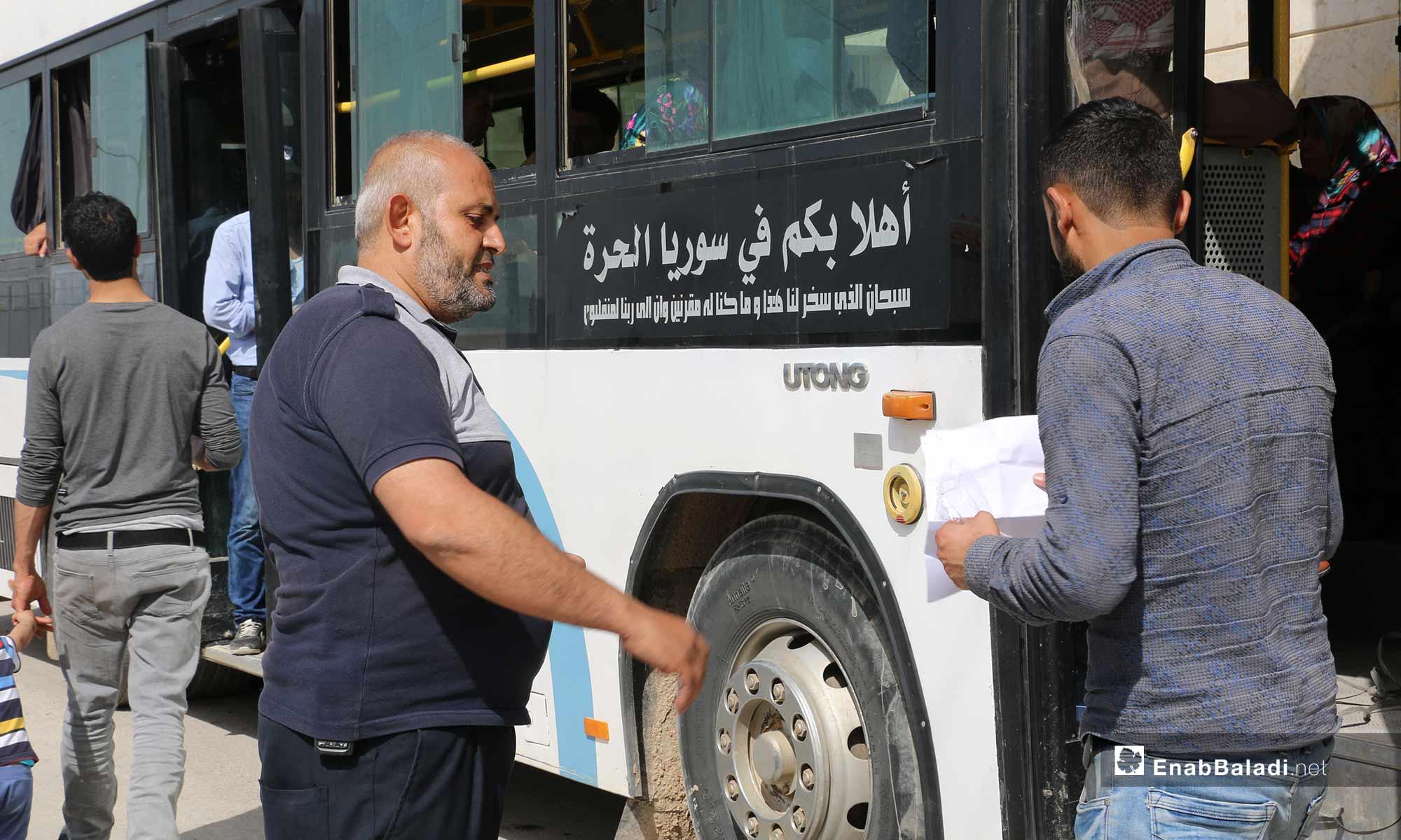 توافد السوريين من تركيا لقضاء إجازة العيد في سوريا عبر معبر باب السلامة الحدودي - 21 من أيار 2019 (عنب بلدي)