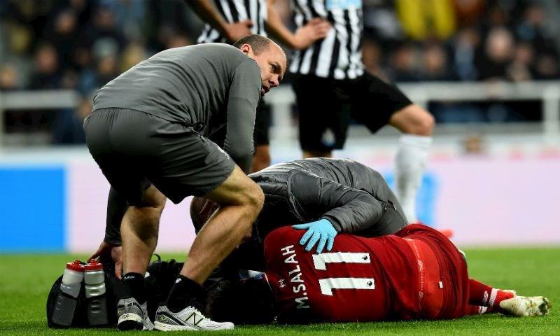 إصابة النجم المصري محمد صلاح خلال لقاء فريقه مع نيوكاسل في الدوري الإنجليزي الممتاز (موقع نادي ليفربول)