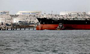 ناقلة نفط إيرانية قرب سواحل جزيرة إيرانية - 22 نيسان 2019 (AFP)