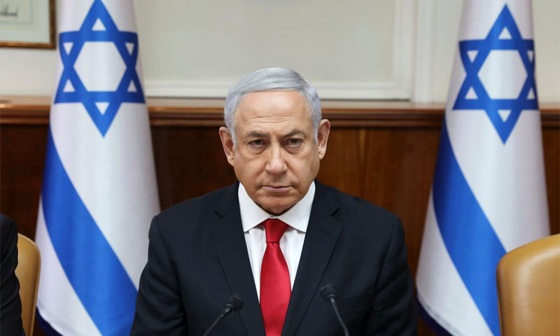 رئيس الوزراء الإسرائيلي بنيامين نتنياهو ف مكتبه في القدس خلال اجتماع الحكومة الأسبوعي - 5 أيار 2019 (رويترز)