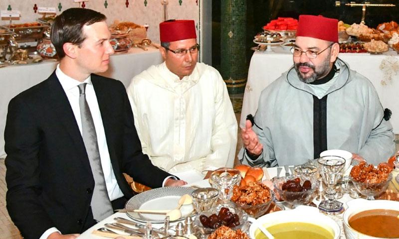 العاهل المغربي محمد السادس مع مستشار الرئيس الأمريكي جاريد كوشنر في الرباط - 28 أيار 2019 (AFP)