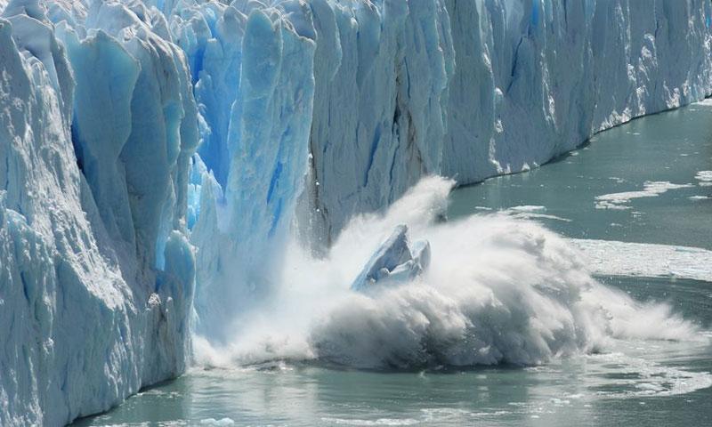 الذوبان الجليدي في القطب الشمالي نتيجة الاحترار العالمي (Getty)