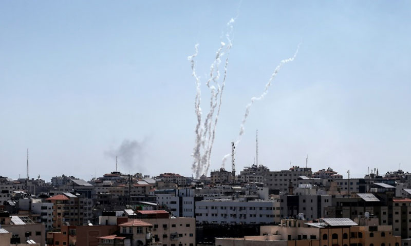 إطلاق الصواريخ من قطاع غزة نحو إسرائيل - 4 أيار 2019 (AFP)