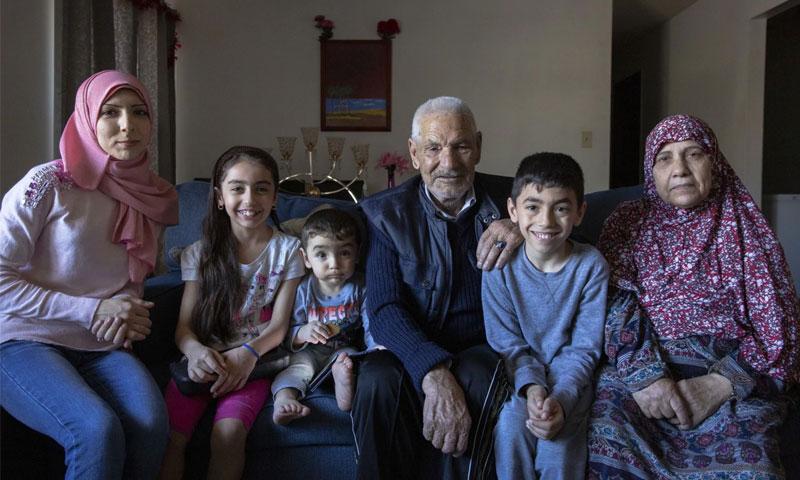 أسرة سورية لاجئة في الولايات المتحدة الأمريكية كانت من القلة الذين وصلوا إلى البلاد عام 2019 - (الواشنطن بوست)