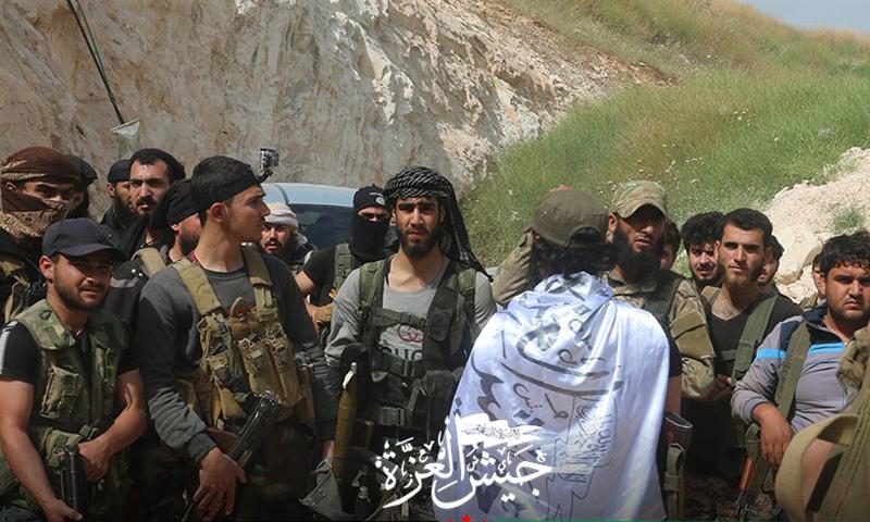 عناصر من جيش العزة على جبهات ريف حماة الشمالي - أيار 2019 (جيش العزة)