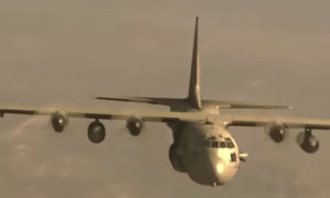 """طائرة """"C-130H"""" من إنتاج شركة لوكهيد الأمريكية التي ظهرت في باب الحارة على إنها طائرة فرنسية (باب الحارة)"""
