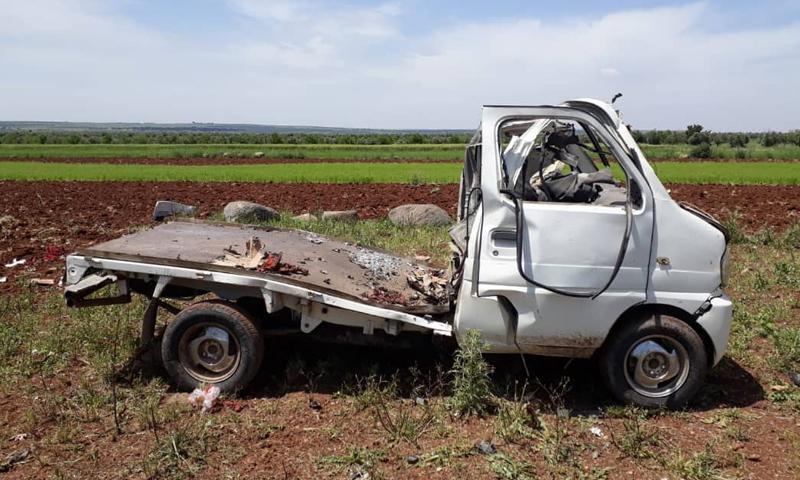 """سيارة مدمرة بعد استهدافها من قبل """"وحدات حماية الشعب"""" (الكردية) في ريف حلب الشمالي (ريف حلب)"""