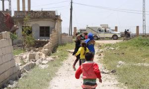 هروب مدنيين من قرية أبلين جنوبي أريحا في ريف إدلب بسبب القصف الجوي المكثف من قبل روسيا والنظام السوري - 2 من أيار 2019 (الدفاع المدني)
