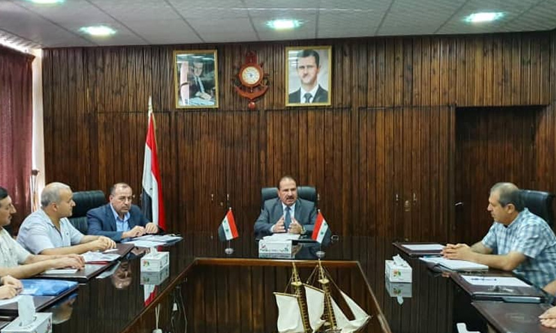 وزير النقل على حمود خلال اجتماع في إدارة مرفأ طرطوس - 29 من أيار 2019 (وزارة النقل)