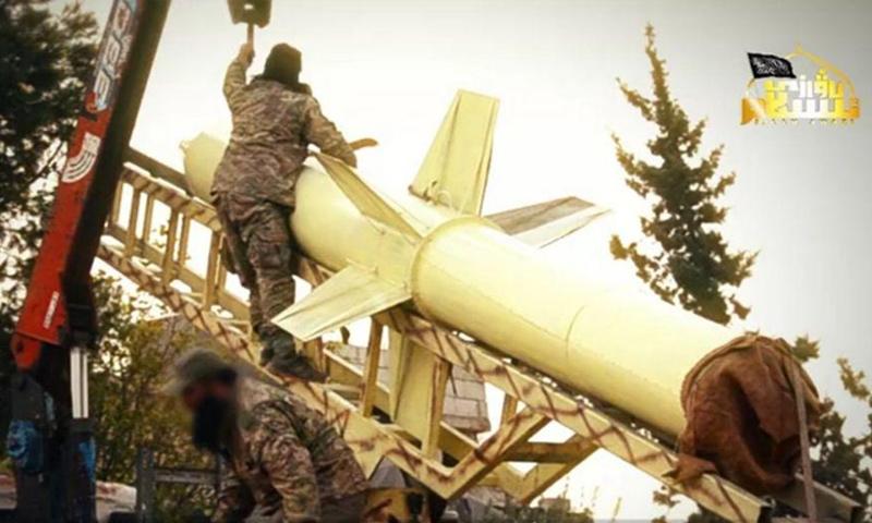 صورة لصاروخ كبير الحجم استعرضه الحزب التركستاني في إصدار عبر تلغرام - 17 من أيار 2019 (صوت الإسلام)