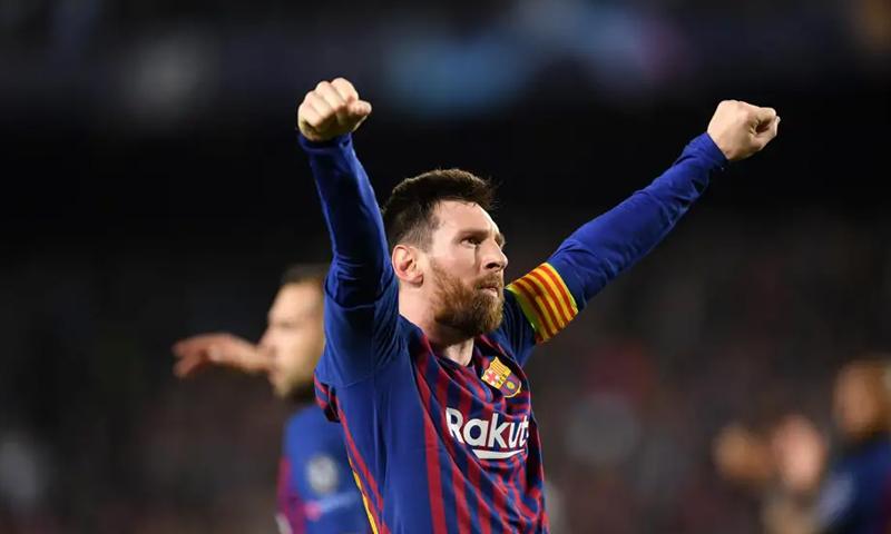 النجم الأرجنتنيني ليونيل ميسي يحتفل بهدفه رقم 600 في شباك ليفربول بدوري أبطال أوروبا (رويترز)