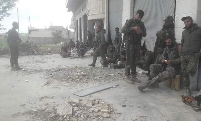 عناصر من قوات الأسد في كفرنبودة - 8 من أيار 2019 (فيس بوك)