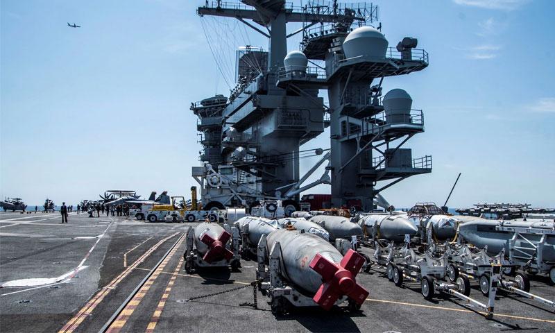حاملة الطائرات الأمريكية إبراهام لينكولن وهي في البحر الأبيض المتوسط - نيسان 2019 (EPA)