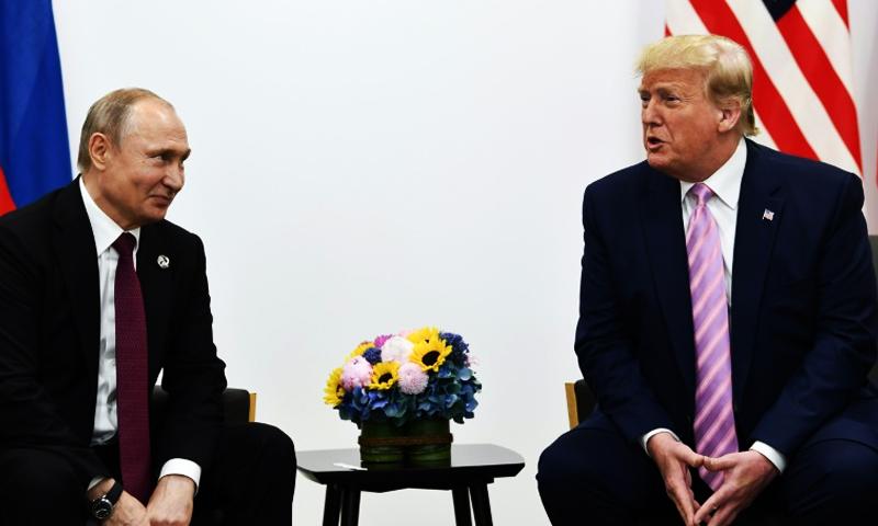 الرئيس الروسي فلاديمير بوتين ونظيره الأمريكي دونالد ترامب على هامش القمة العشرين (AFP)