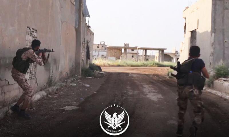 """عناصر من """"الجبهة الوطنية للتحرير"""" في معارك ريف حماة الشمالي والغربي (الجبهة الوطنية للتحرير تلغرام)"""