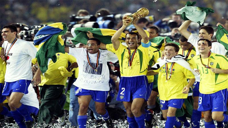 منتخب البرازيل يحتفل بكأس العالم 2002 (إنترنت)