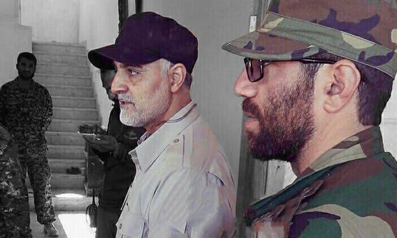 قائد لواء زينبيون محمد جنتي مع قاسم سليماني - (وكالة تسنيم)