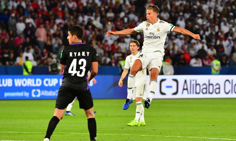 لاعب نادي ريال مدريد ماركوس يورينتي يسدد كرة على شباك العين في نهائي كأس العالم للأندية (ريال مدريد تويتر)