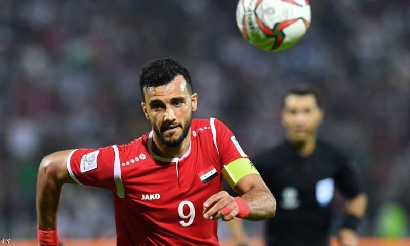 المهاجم السوري عمر السومة في مواجهات تصفيات كأس العالم (AFP)