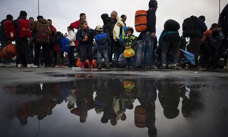 لاجئون في اليونان قطعوا البحر للوصول إلى أوروبا - 2016 (Getty)
