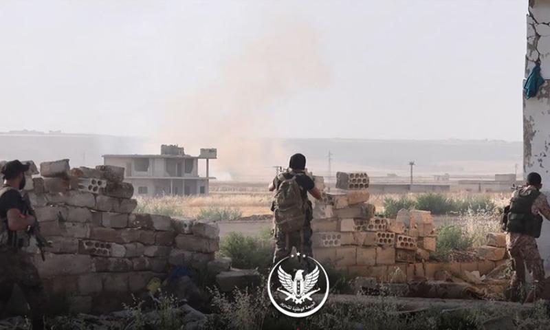 عناصر من الجبهة الوطنية للتحرير في أثناء التصدي لتقدم قوات الأسد في ريف حماة - أيار 2019 (الجبهة الوطنية)