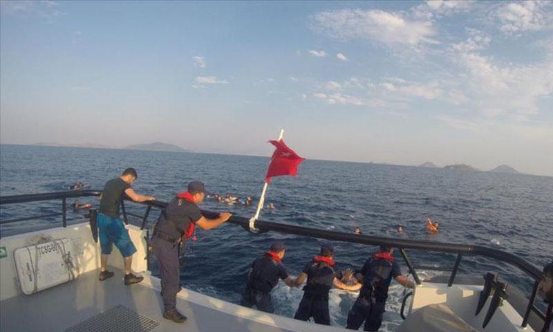 إنقاذ مهاجرين قبالة سواحل بودروم التركية- 17 حزيران 2019 (الأناضول)