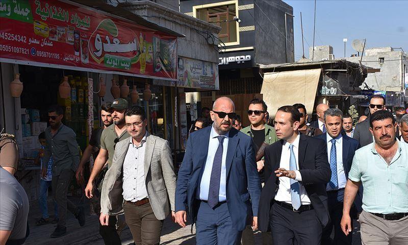 نائب وزيرة التجارة التركية في أثناء زيارته إلى اعزاز بريف حلب - 26 من حزيران 2019 (الأناضول)