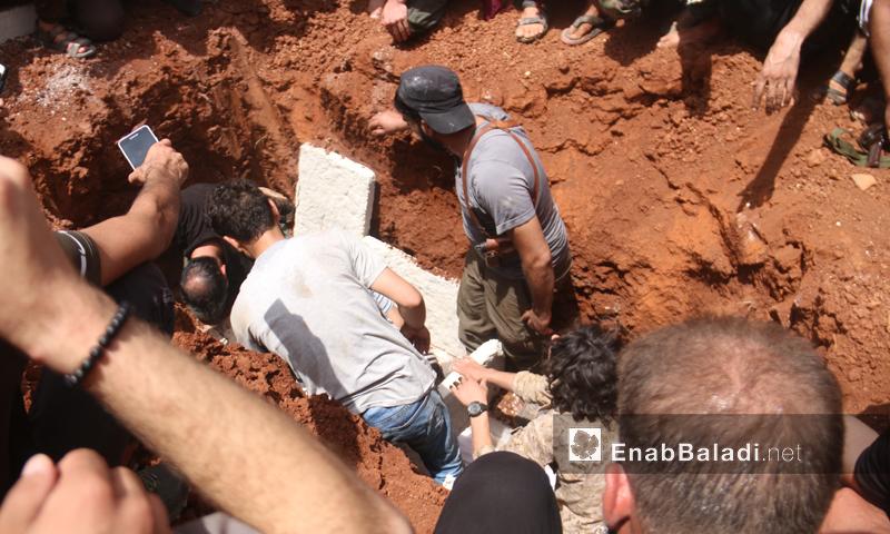 مراسم دفن عبد الباسط الساروت في بلدة الدانا شمالي محافظة إدلب-9 من حزيران 2019 (عنب بلدي)