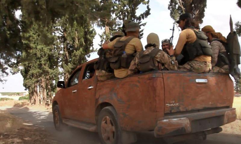 عناصر من هيئة تحرير الشام على جبهات ريف حماة الشمالي - 18 من حزيران 2019 (وكالة إباء)