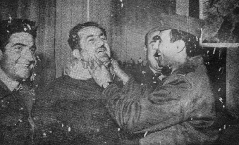 صلاح جديد -يمين- محمد عمران- سليم حاطوم بعد نجاح انقلاب عام 1963 (صفحة التاريخ السوري)