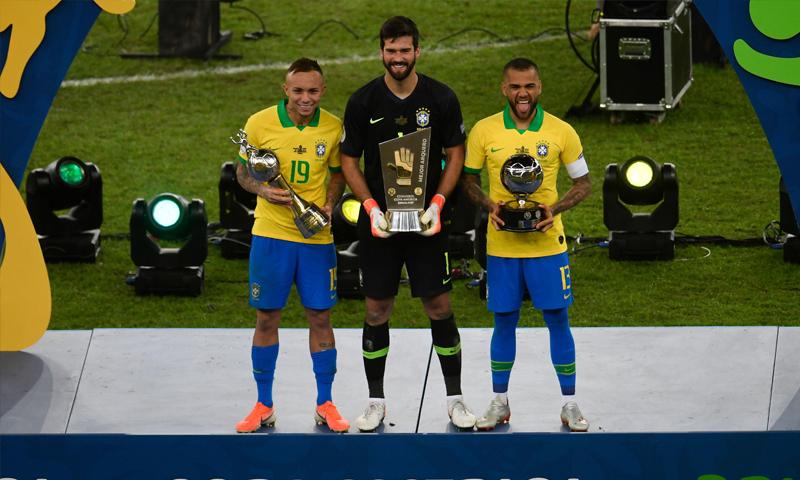 أليسون بيكر حارس مرمى منتخب البرازيل ونادي ليفربول الإنجليزي (AFP)