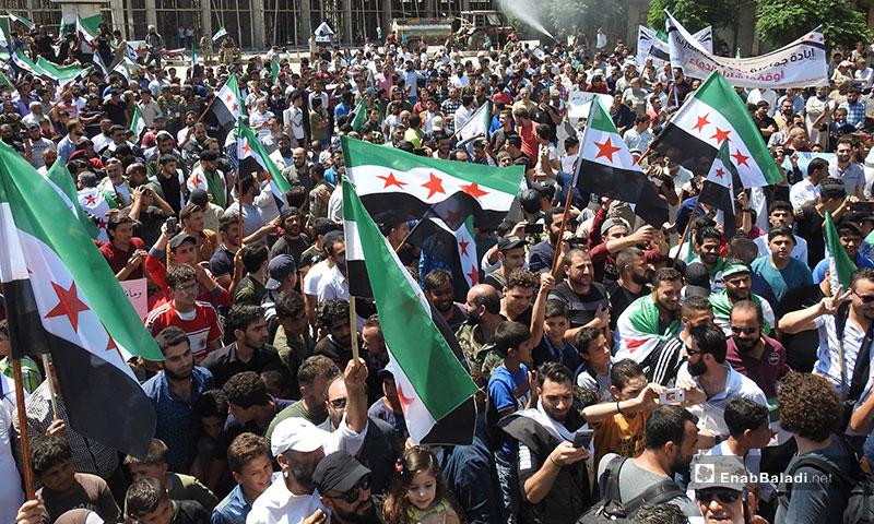 مظاهرات في ريف حلب تنديدًا بالمجازر الروسية المرتكبة في إدلب - 26 من تموز 2019 (عنب بلدي)