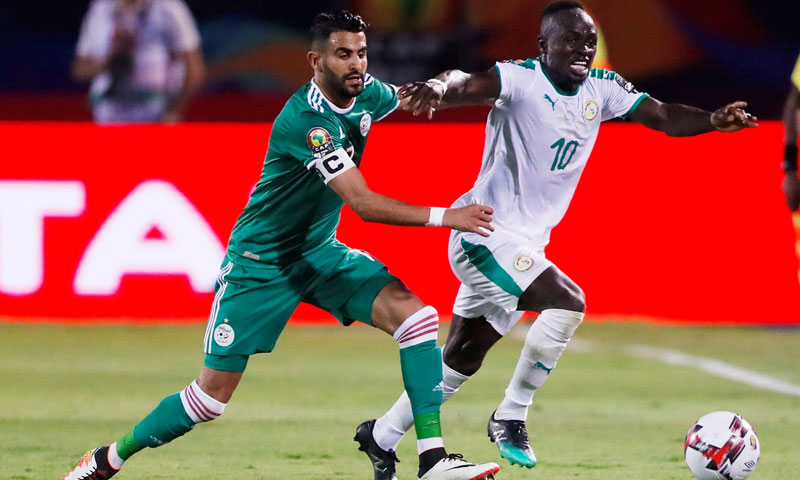 السنغالي ساديو ماني والحزائري رياض محرز (رويترز)
