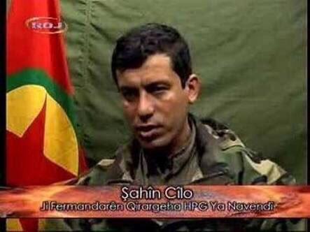 شاهين جيلو في أثناء انتمائه لحزب العمال الكردستاني المحظور في تركيا (إعلام الحزب)