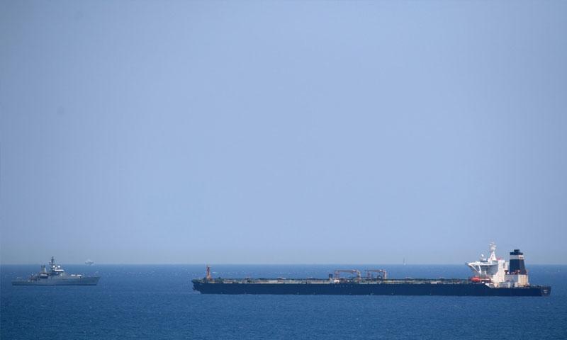 """ناقلة النفط """"غريس 1"""" بعد احتجازها قبالة ساحل جبل طارق- 4 تموز 2019 (AFP)"""