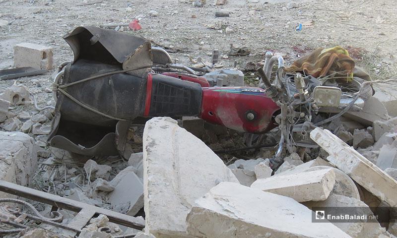 آثار قصف معرتحرمة بغارات جوية روسية في إدلب - 2 من تموز 2019 (عنب بلدي)
