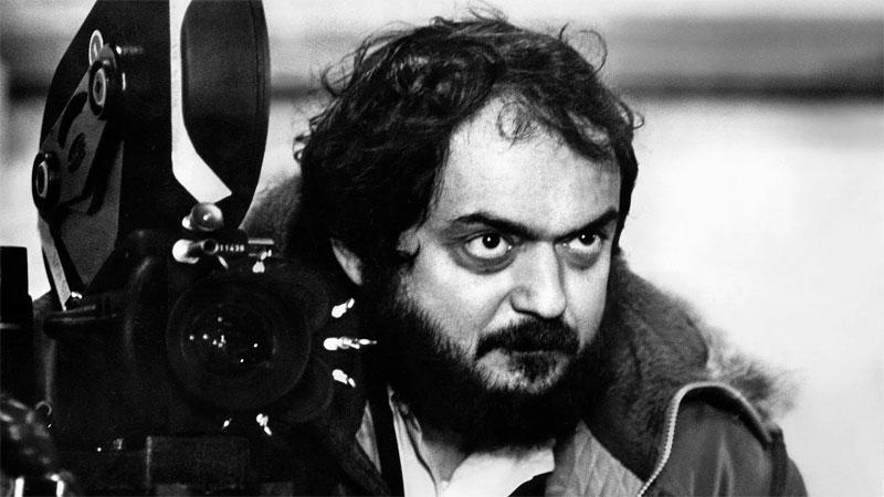 """المخرج ستانلي كوبريك أثناء تصوير فيلم """"CLOCKWORK ORAMGE"""" 1971 ( Allstar Picture Library/Alamy)"""