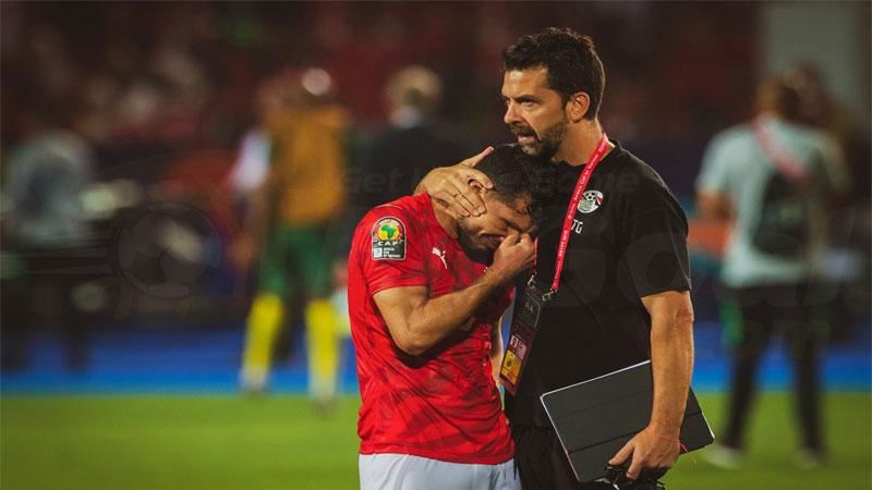 بكاء لاعب المنتخب المصري طارق حامد بعد الخروج أمام منتخب جنوب إفريقيا 6 تموز 2019 (موقع في الجول)