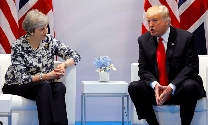 رئيس الولايات المتحدة دونالد ترامب في مقابلة مع رئيسة الوزراء البريطانية تيريزا ماي (CNN)