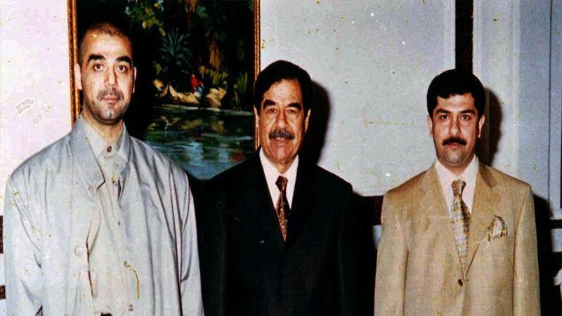 قصي وعدي مع والدهما صدام حسين (إنترنت)